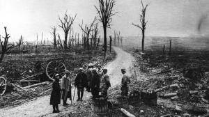 18 Décembre 1916. Les Français reprennent la ferme des Chambrettes. Fin de la bataille de Verdun. Bilan: 700 000 morts en 9 mois.
